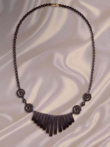 African-Necklace-Designer-1