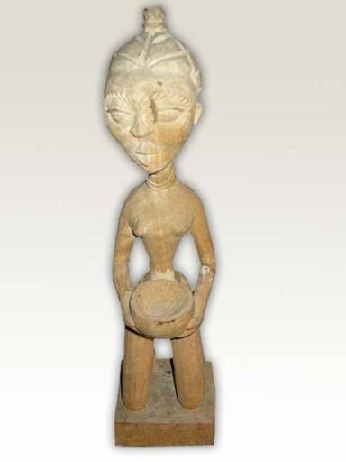 Sculpture-Queen-White